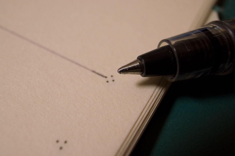 万年筆は使えないのでローラーボールで