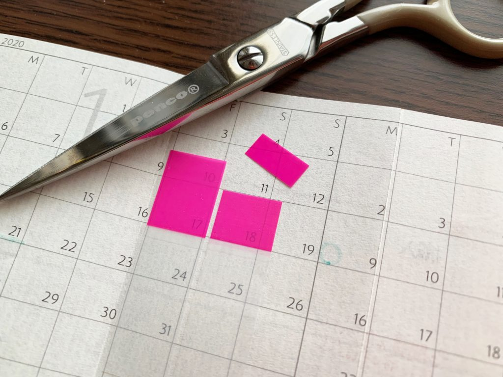 M5の〈4つ折りカレンダー〉には上を少しカット